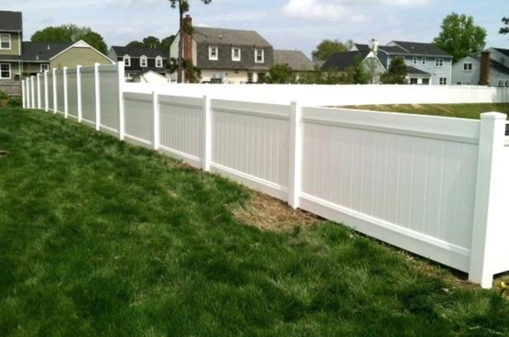Top-Rated Vinyl Fence Installation by Tampa Fence